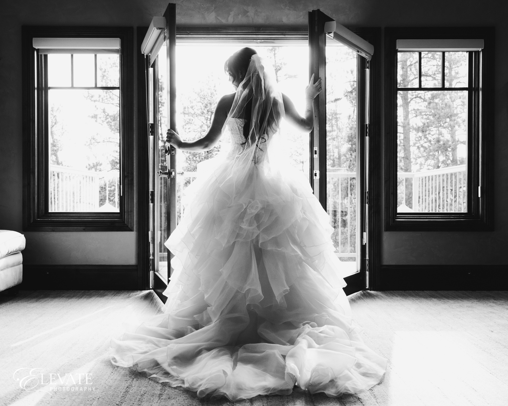black and white of bride getting ready in Castle Rock