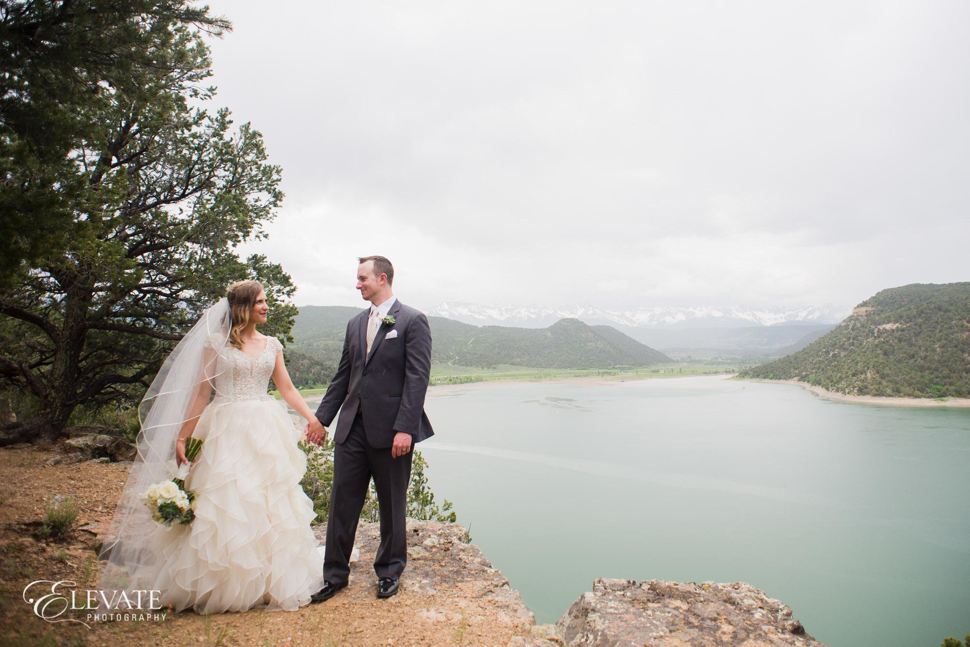 wedding couple mountain ridgway