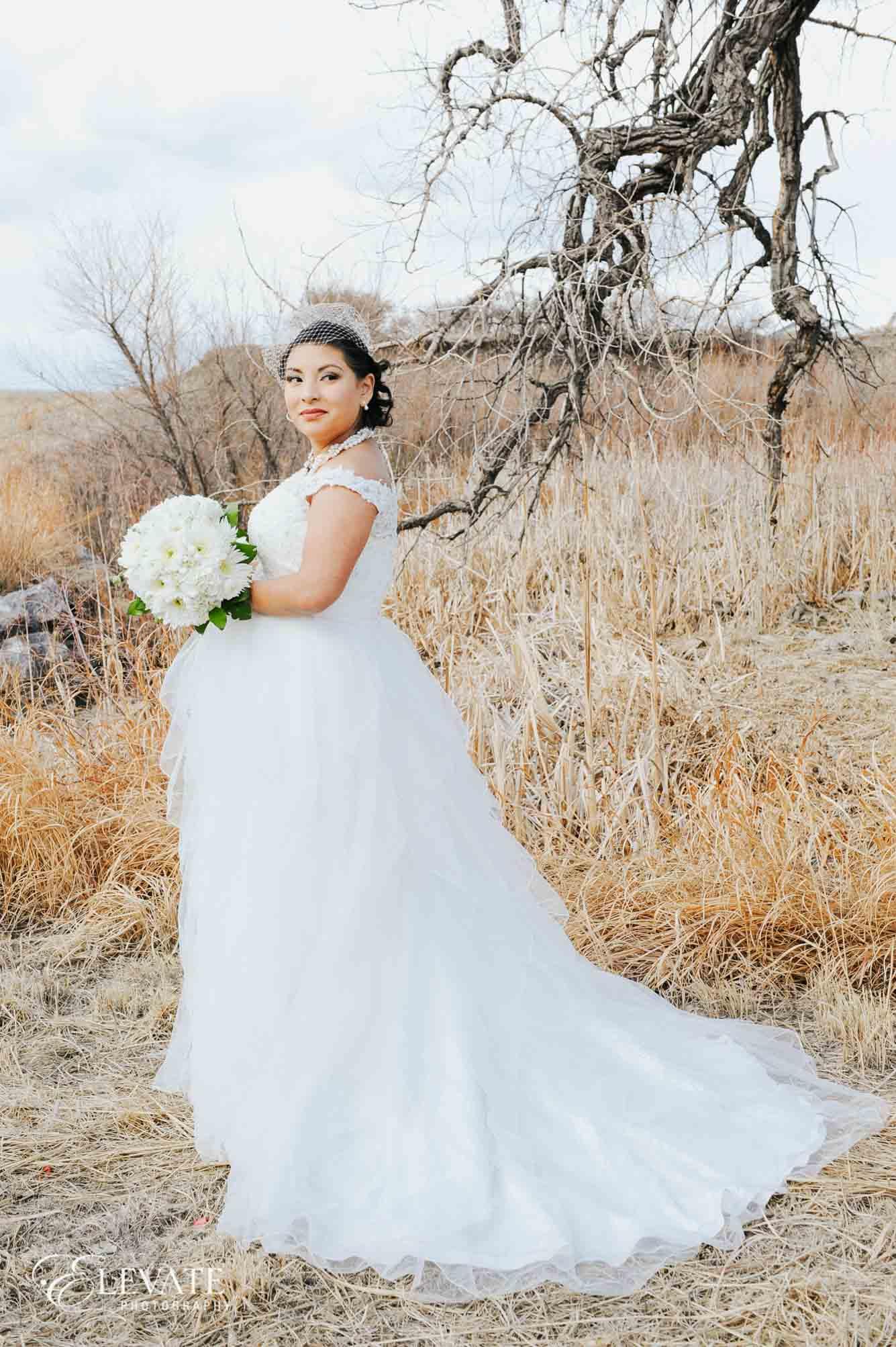 bride flowers fall aurora wedding