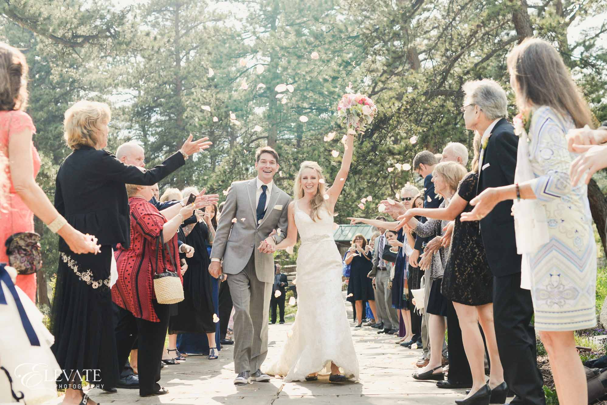 petal toss estes park wedding photos ceremony