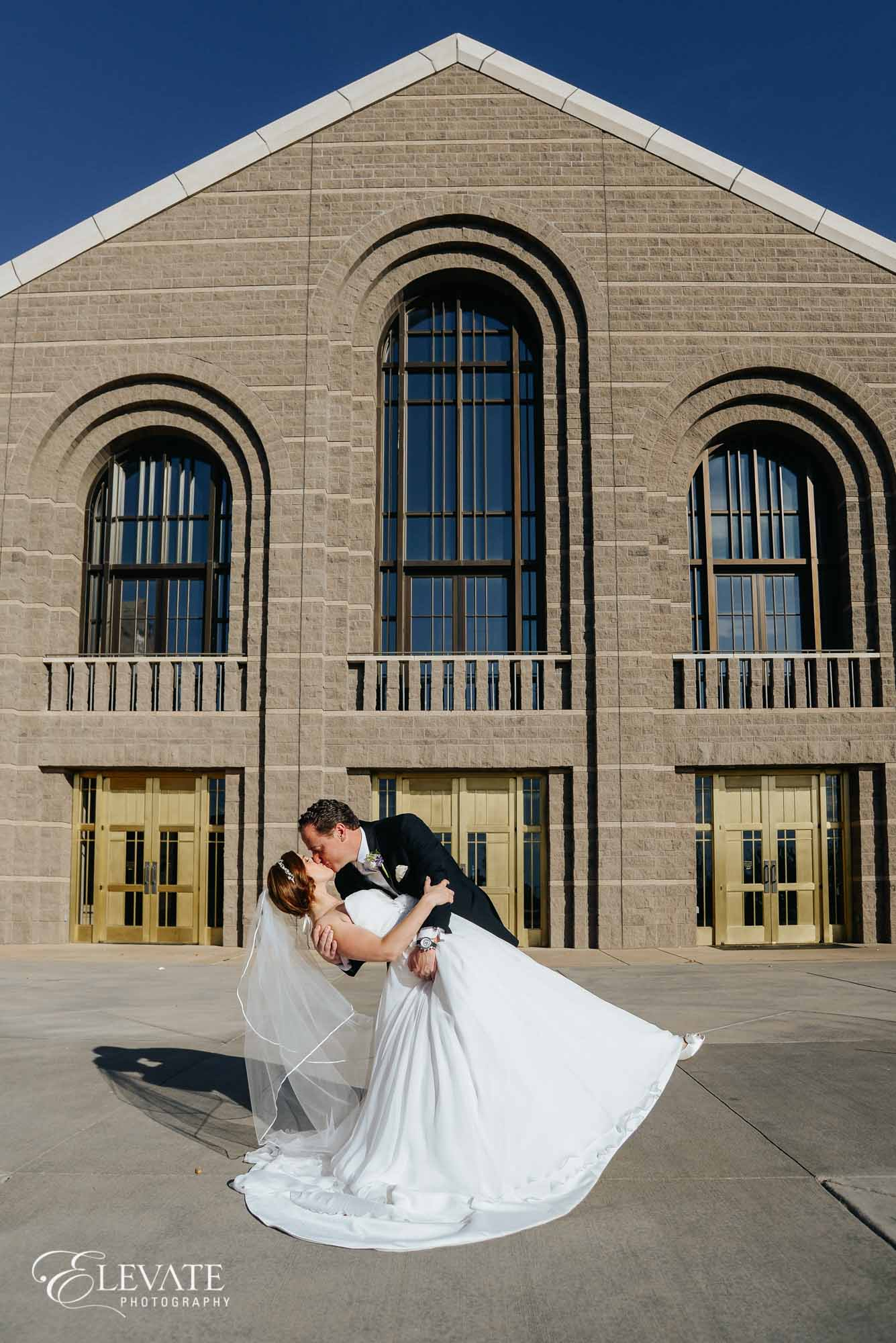 aurora wedding ceremony kiss dip
