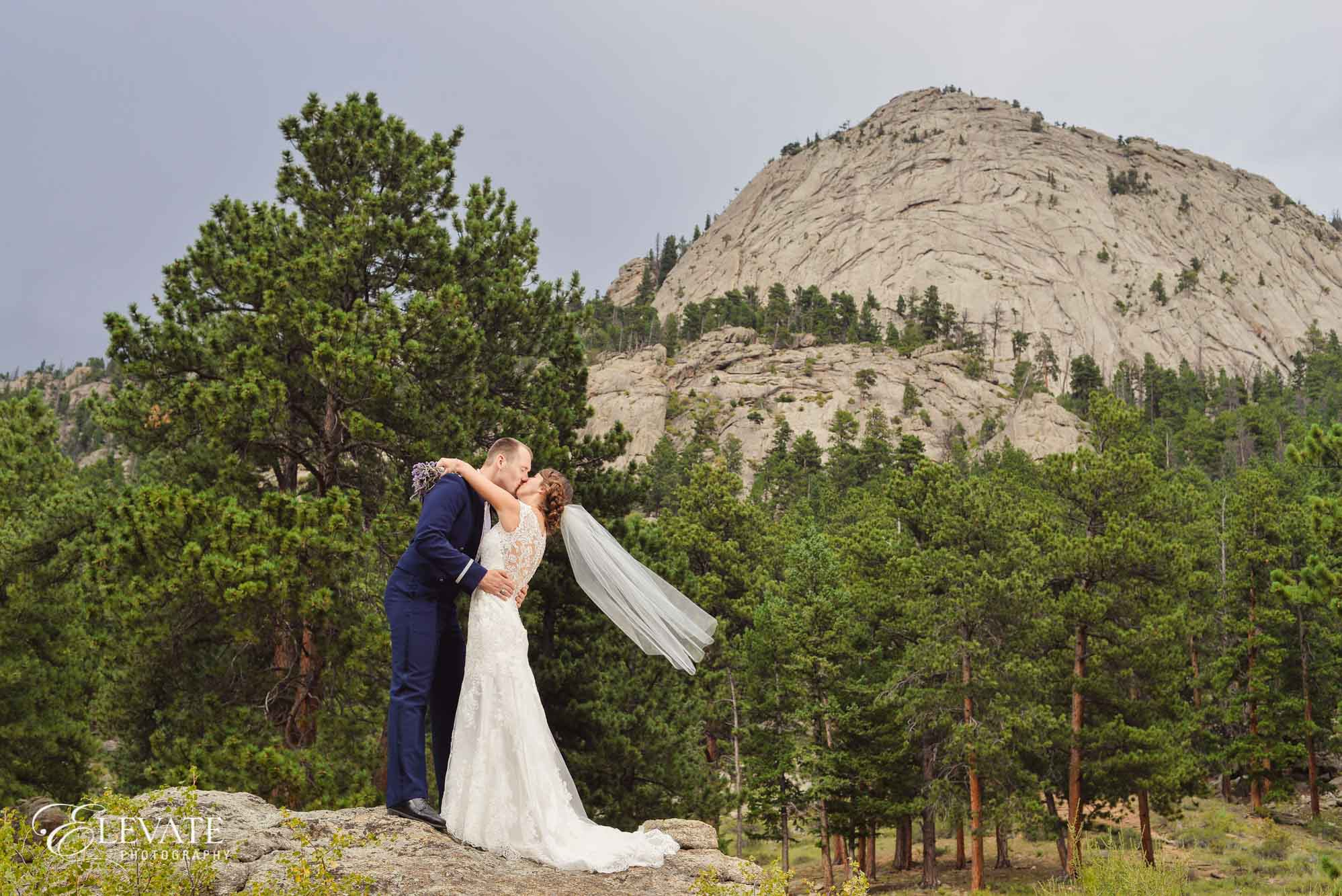 mountain view couple estes park wedding