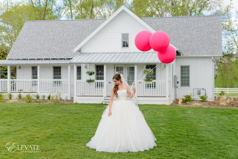style shoot bride with balloons