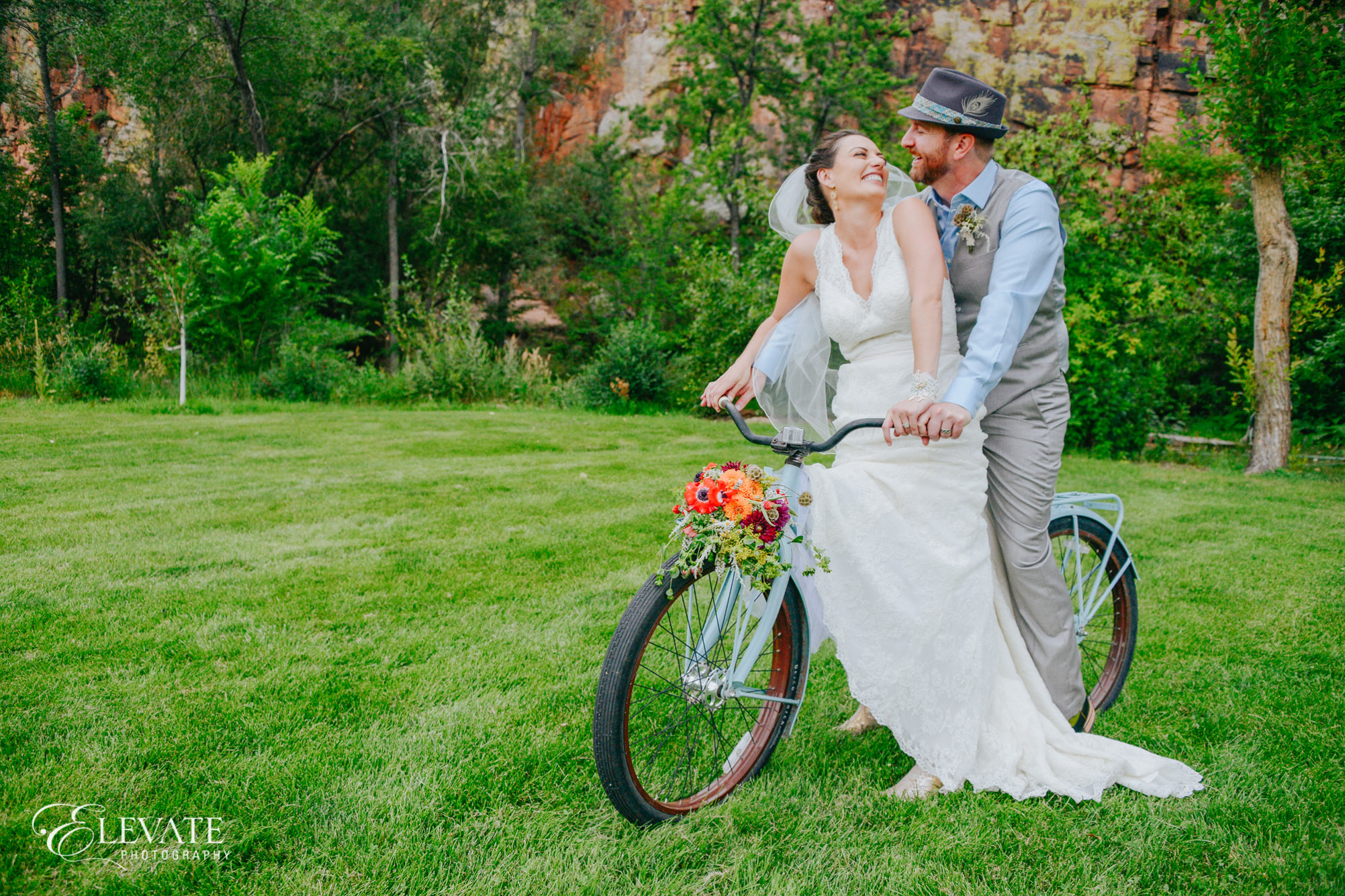 bride groom bicycle