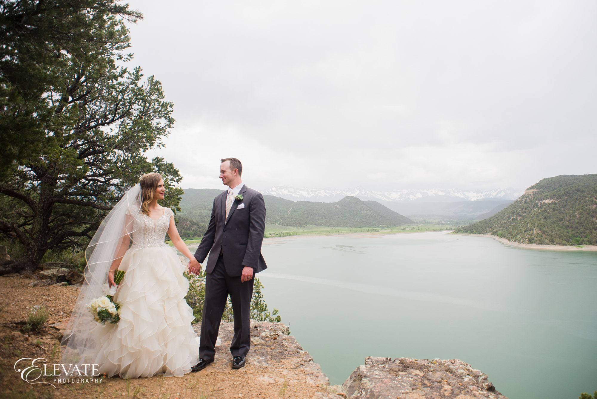 wedding couple mountain ridgway