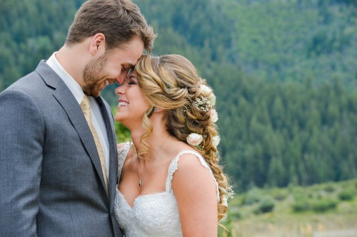 wedding couple in mountains